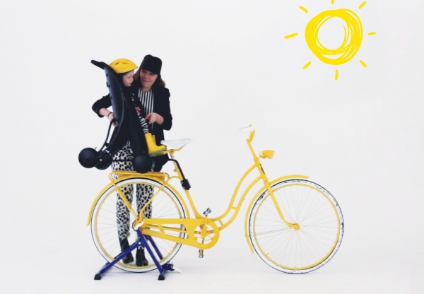 Swedish Påhoj offers a stroller and bike seat in one for the young on the run