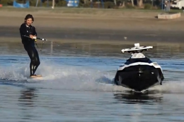 RC Ski pulls wakeboarders' legs without a boat operator