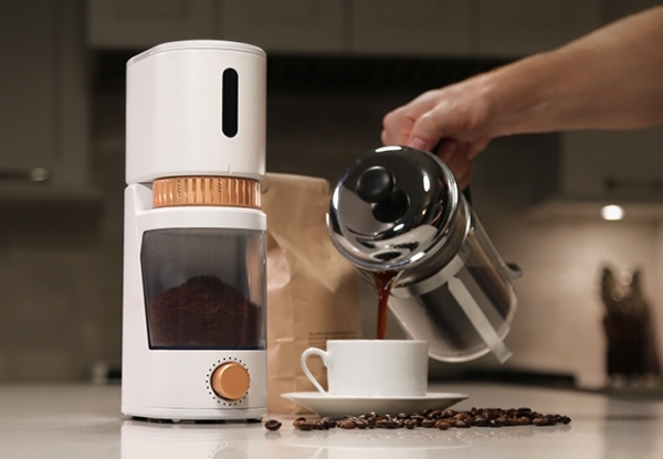 Portable Voltaire smart grinder mixes in science with your brew